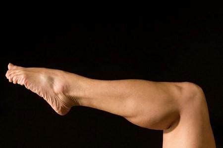 هزینه ی تزریق چربی به ساق پا و عوامل موثر بر آن به چه صورت می باشد؟