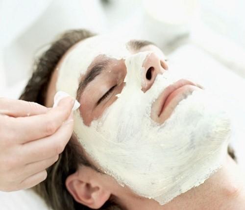 از مهمترین مزایای ماسک صورت وایتنینگ برای آقایان می توان به موارد زیر اشاره کرد: