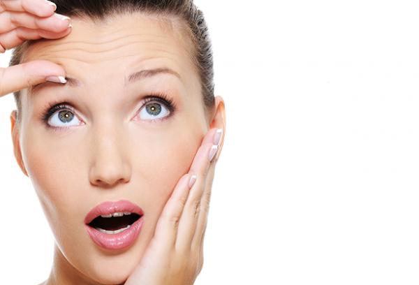 بررسی وضعیت کلی پوست فرد مراجعه کننده