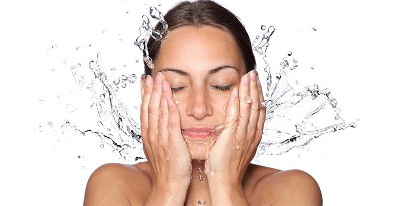 چگونه می توان رنگ پوست را در درمان با لیزر الکساندرایت بهبود بخشید؟