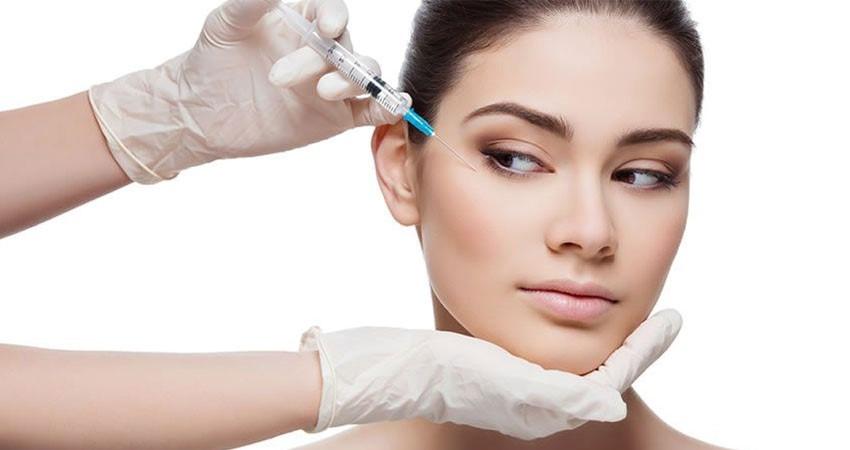 با منافذی که هر نیدل در محل تحت درمان ایجاد می کند، سلول های پوستی را تشویق به نوسازی و ترمیم می کند